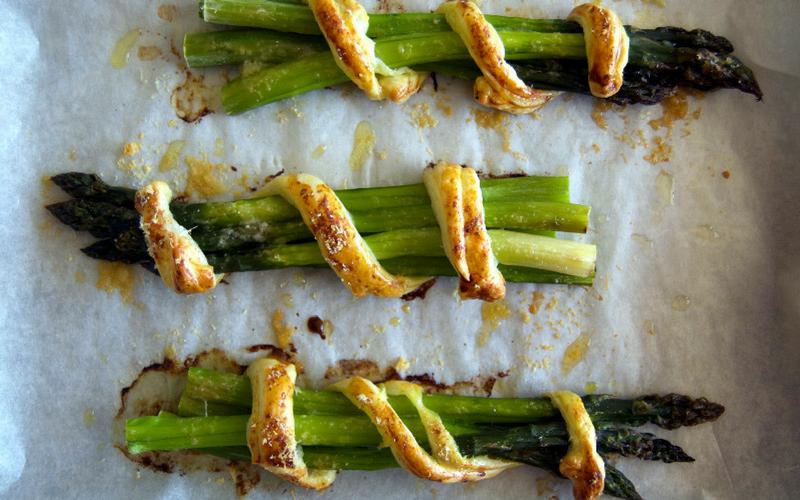 mazzetti di asparagi